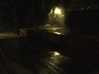 藤もと大浴場・右側・露天風呂・夜