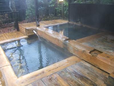 藤もと大浴場・右側・露天風呂