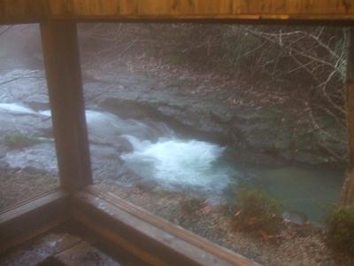 藤もと 家族風呂 □(ます)湯からの眺め(窓を開いた時)