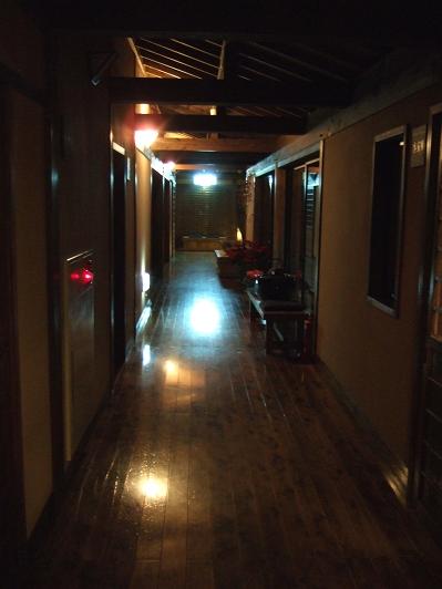 藤もと 廊下 夜