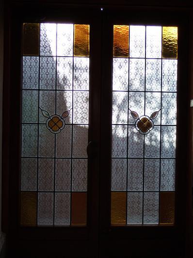 ほたるの長屋 「有為の奥山」玄関のガラス