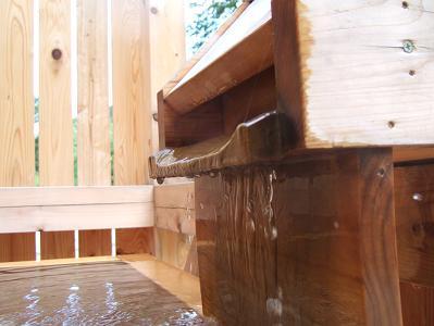 花木の宿 部屋付露天風呂源泉給湯口