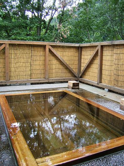 花木の宿 露天風呂(木の風呂)