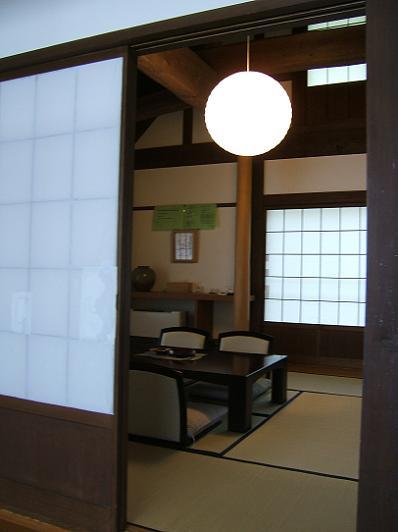 花木の宿 離れ 板の間からみる和室