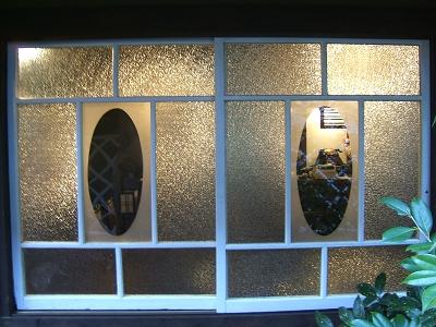 かやうさぎ 母屋のガラス窓(フロント・パブリックスペース)