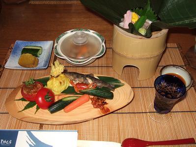 栗駒山荘夕食 着席時お膳