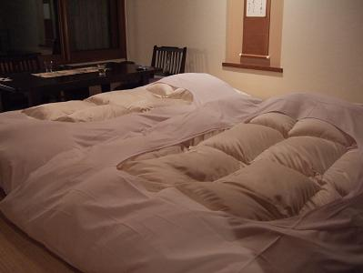 都わすれ 部屋「唐くれない」夜 布団が敷かれた時