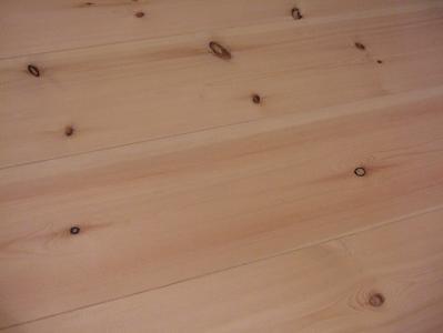 もずも 部屋の玄関で使用されている床材