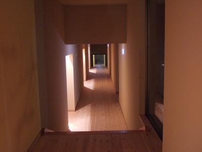 もずも 夜の雰囲気(廊下)