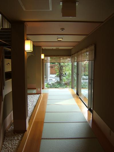 渓流荘しおり絵 1階露天風呂客室への畳通路