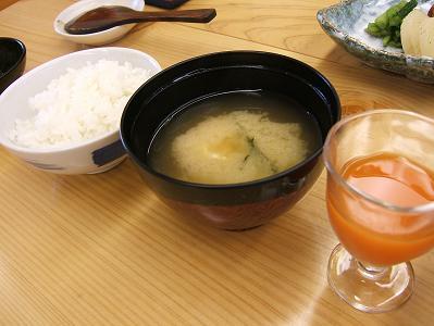 渓流荘しおり絵 朝食 ご飯・味噌汁・野菜ジュース