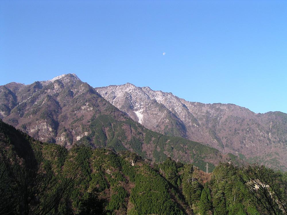初冠雪の四国山脈