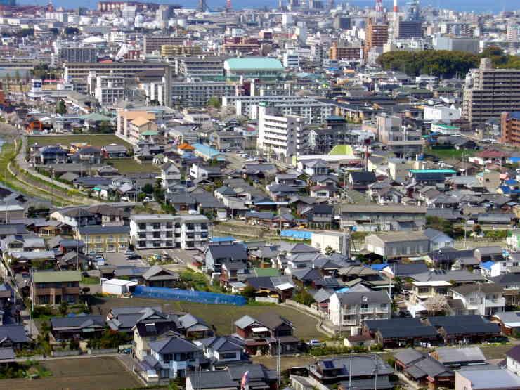新居浜市金子山から市内を望む