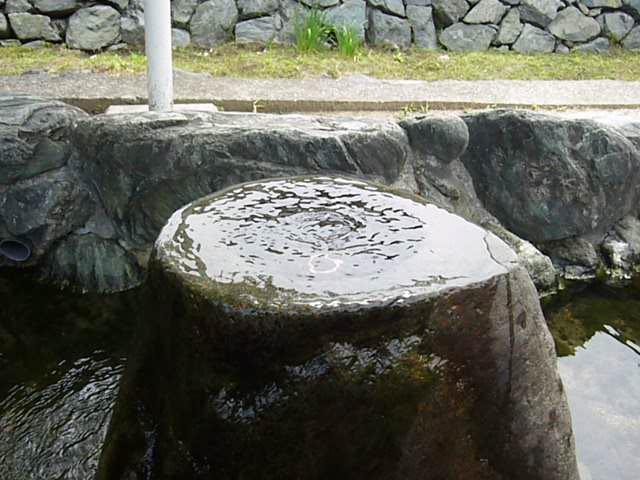 西条市ときめき水都市の自噴水