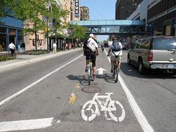 自転車と車の共存には…
