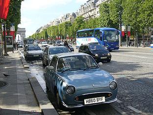 パリの街並みにも似合うフィガロ