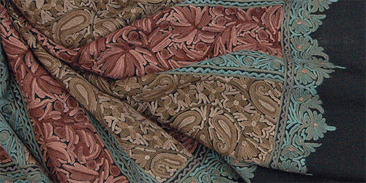アーリ刺繍ストール