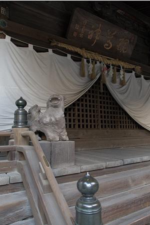 拝殿前狛犬