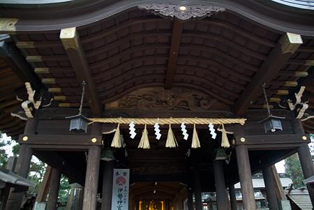 片山神社拝殿と本殿