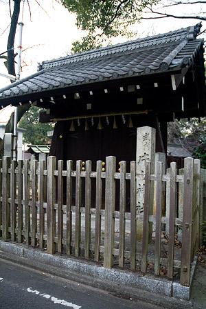 片山神社入り口の門