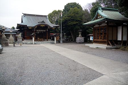 片山八幡神社境内と拝殿