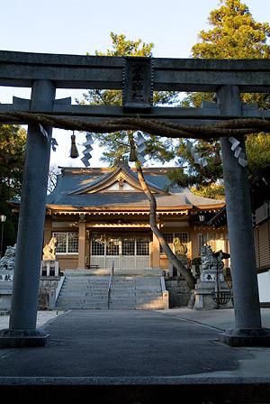 高牟神社鳥居と拝殿
