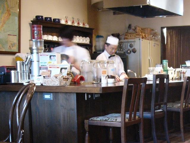 オリコーヒーカウンターでマスターと店員さん