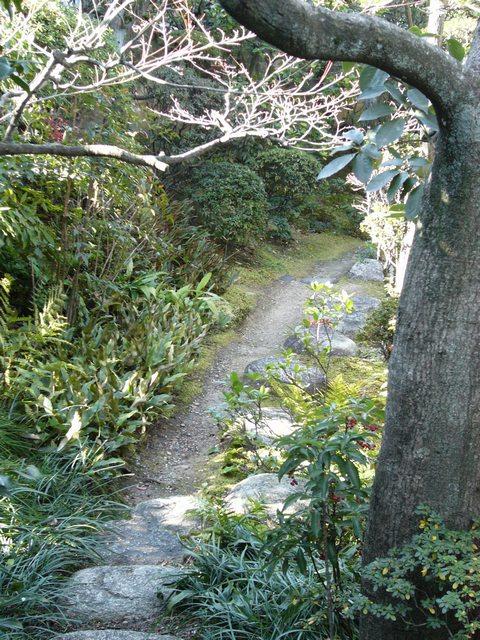いち倫外門から入ってすぐの庭園風景02