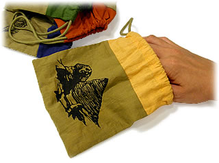 テーベの東:袋を手探り
