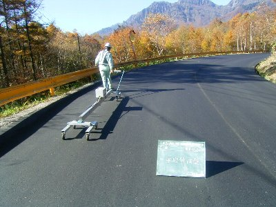 舗装路面の平坦性試験 - 道路舗装に関する試験